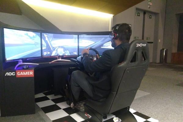 locacao-de-simulador-de-corrida-velocidade-mania-gaming-station-aoc574150D7-F5B5-CF98-B2A7-1425EAC9EF75.jpg